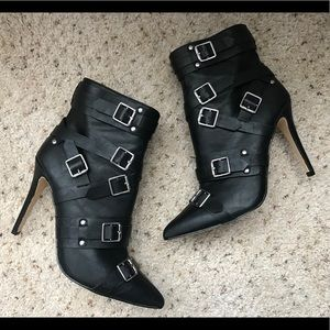STEVE MADDEN KENDALL & KYLIE BOOTIES SIZE 8.5